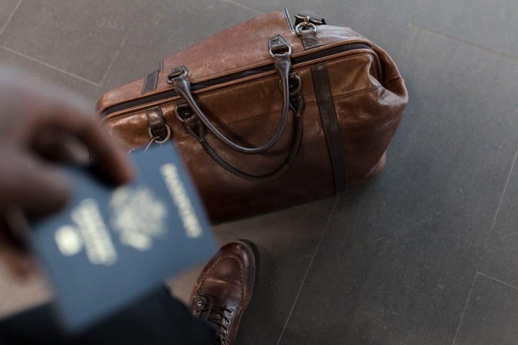 Documentos y pasaporte de viaje.