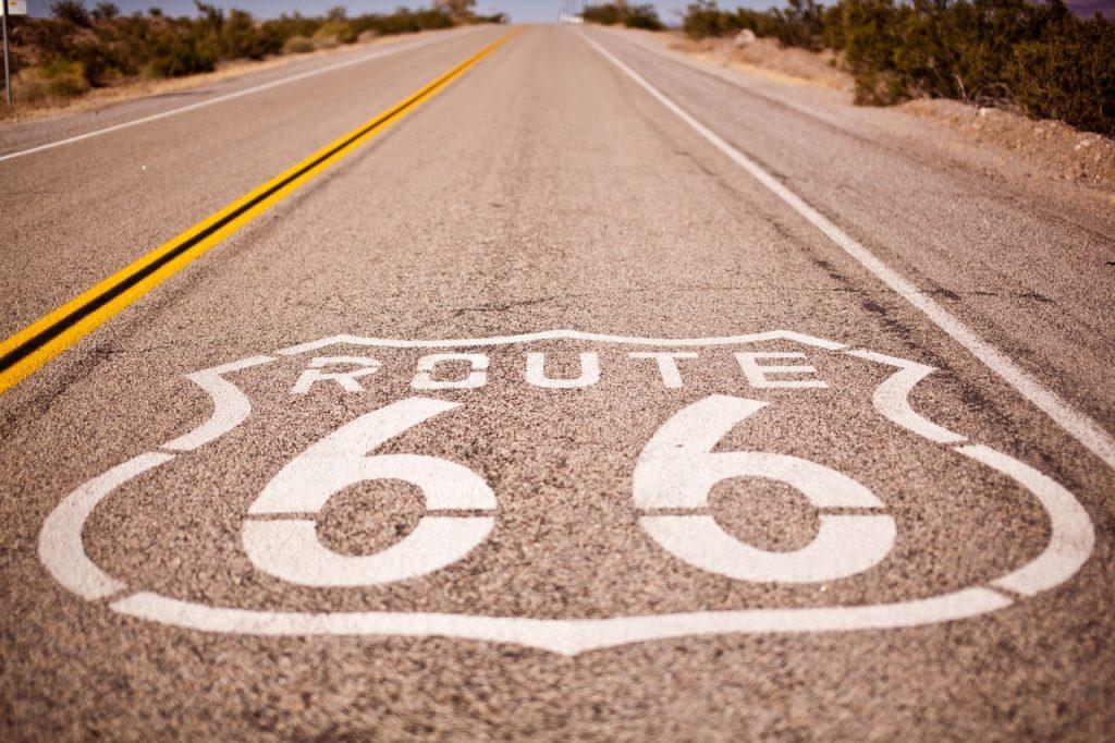 Asfalto de la ruta 66 en Estados Unidos.