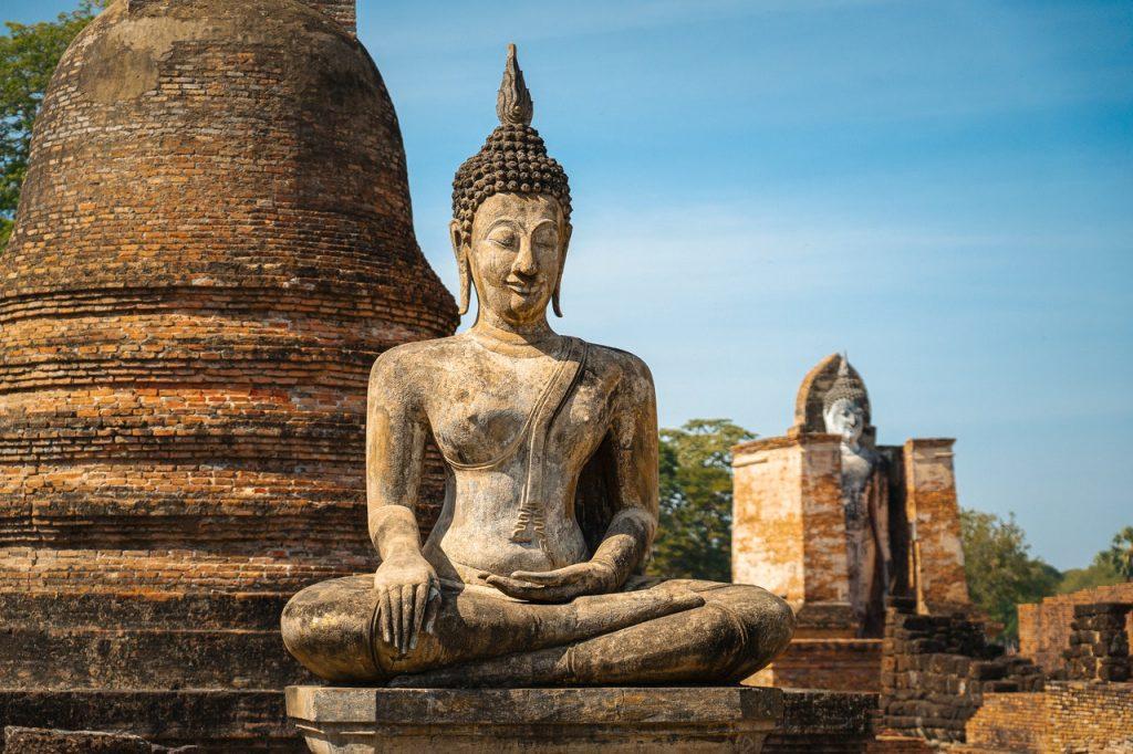La figura de Buda en las ruinas de Sukkothai
