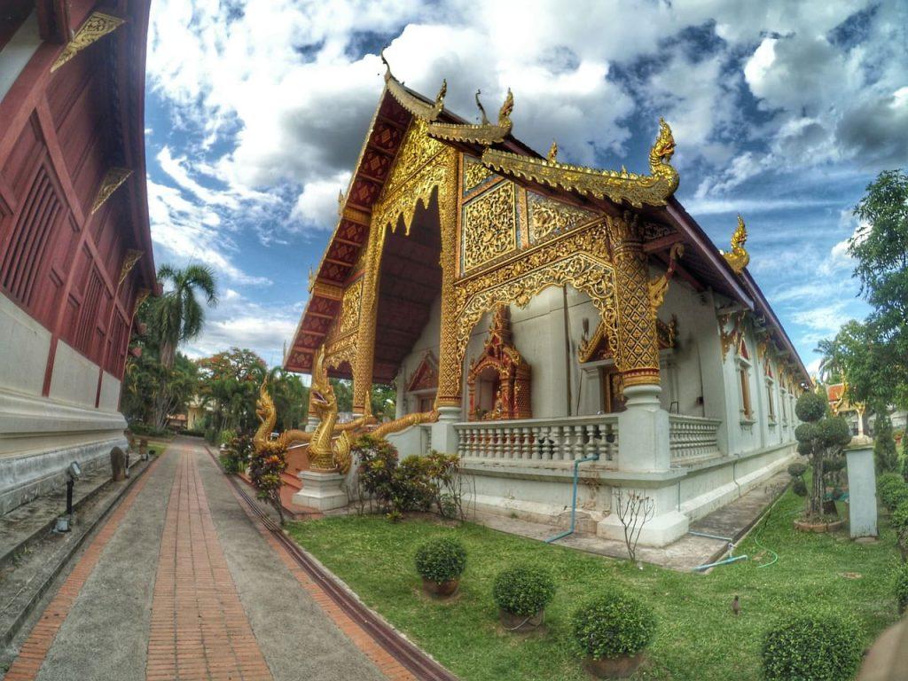 El Wat Phra Singh es otro de los templos más clásicos y atractivos de Chiang Mai. No te pierdas su biblioteca.