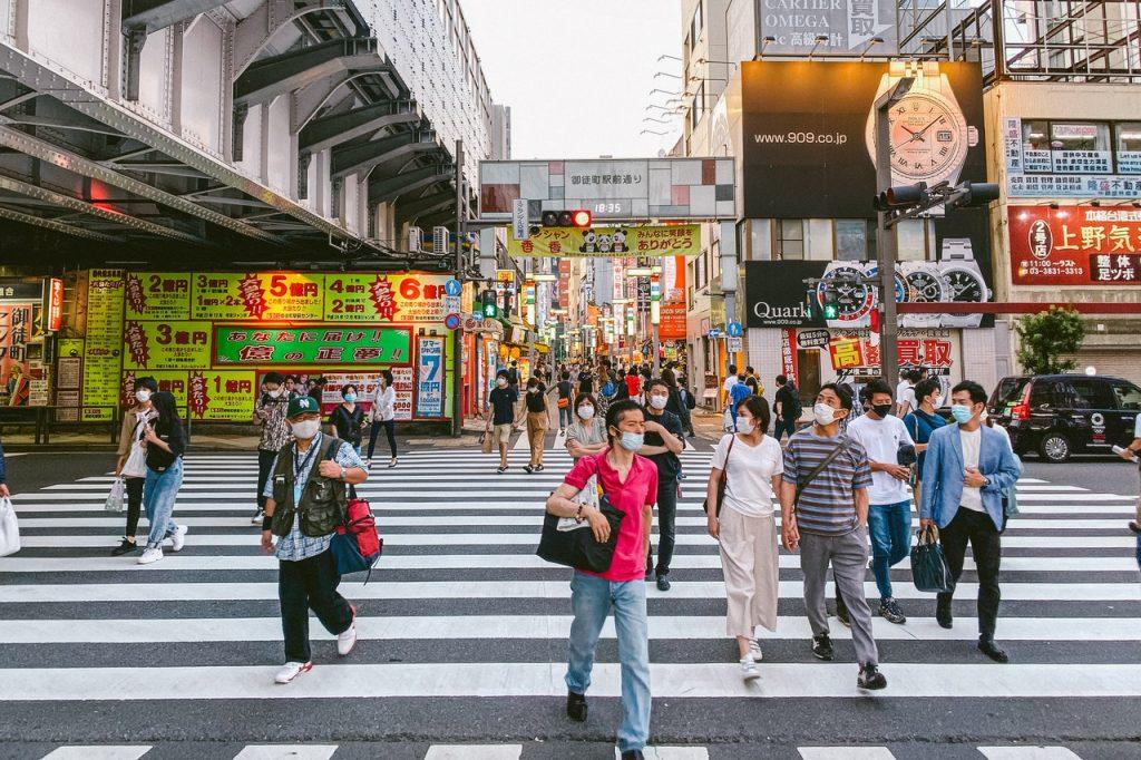 Aunque el coronavirus está afectando poco a Japón en comparación a otros países, debes tener cuidado con las aglomeraciones.