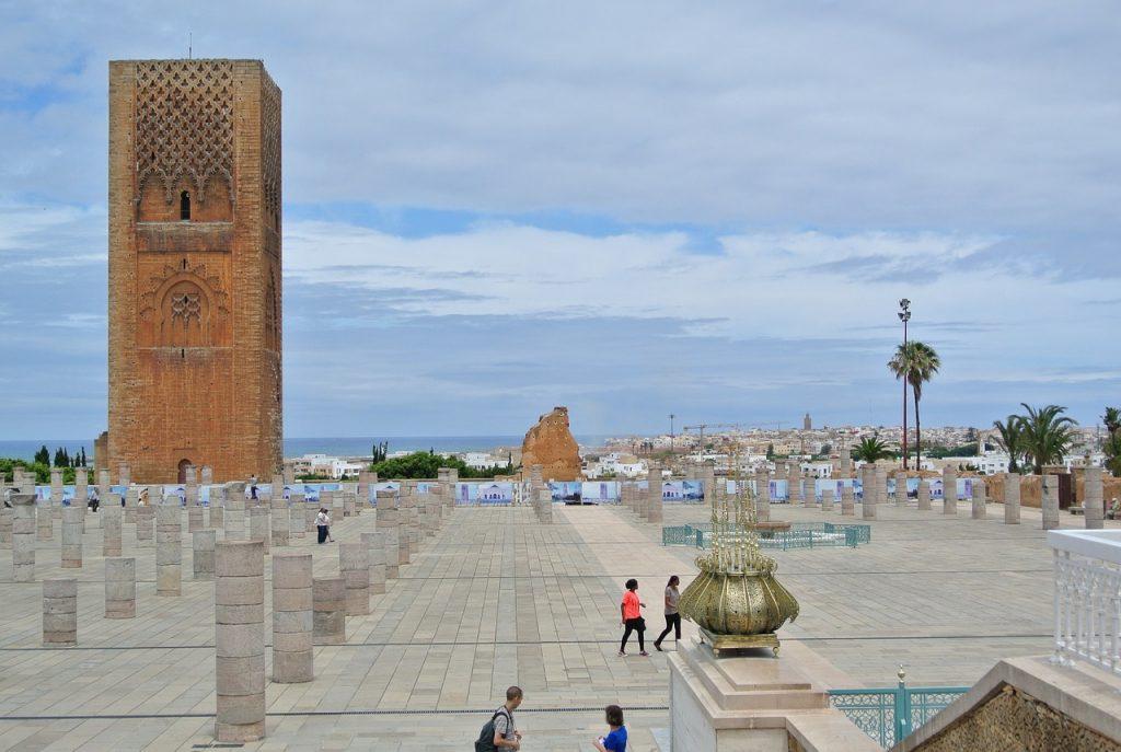 La Torre de Hassan, si viajas a Rabat, es uno de los mejores lugares para visitar en Marruecos.