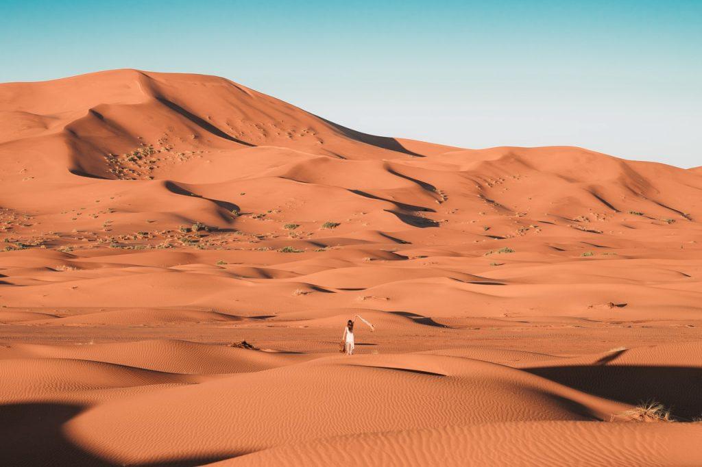 Evitar las zonas desérticas en Marruecos puede ser una buena idea por la noche.