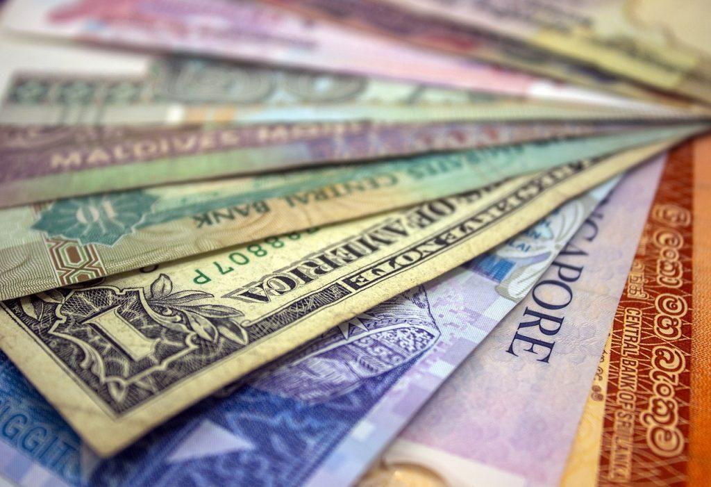 Cambia dirhams solo en las casas de cambio oficiales de las ciudades o aeropuertos.